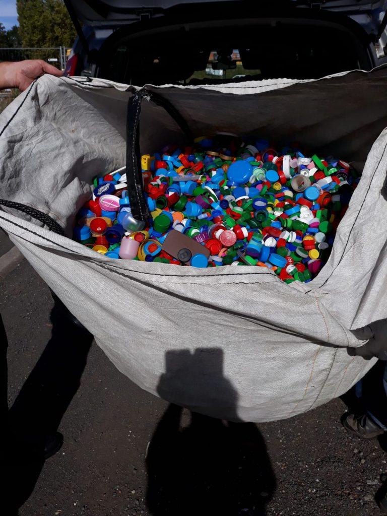 1ère livraison de bouchons en plastique par le collège Michel de L'Hospital de Riom – 63