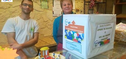 """Ain > Un collecteur pour les bouchons en plastique a été déposé la semaine dernière à la boulangerie """"La Boulange de Mandarine"""" de Saint Nizier le Bouchoux."""