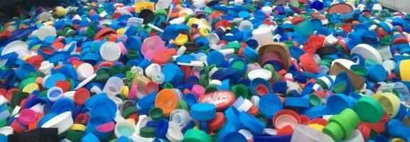 Collecte et recyclage de bouchons en plastique Association Coeur2Bouchons